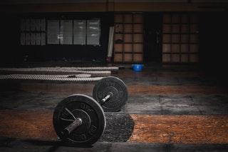 Mit csinál a fitness instruktor, a teremedző?